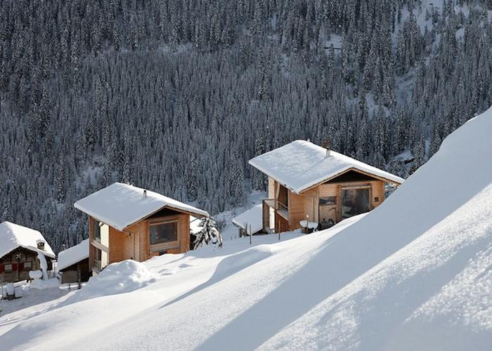 700_zumthor-vacation-house-slope-view