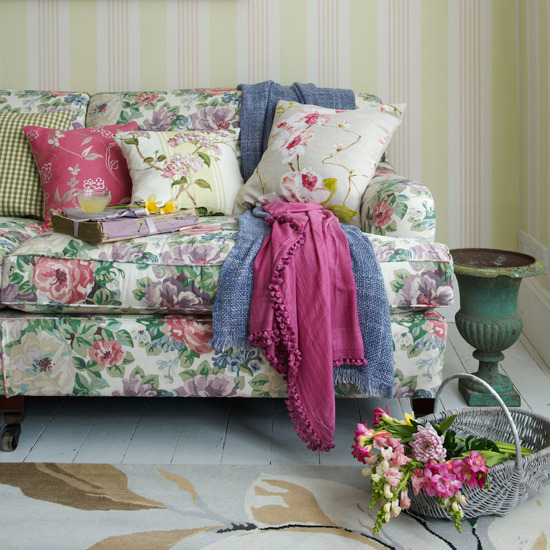 colorful-floral-living-room-decor-cottage-rustic-french-chic-shabby-wallpaper-striped-style-spring-summer-look-pillow-set-idea-design-romantic-feminine