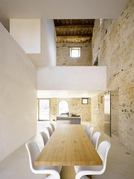 300-years-old-farm-with-minimalist-interiors-13-554x739