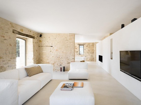 300-years-old-farm-with-minimalist-interiors-18-554x414