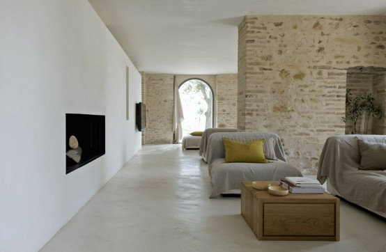300-years-old-farm-with-minimalist-interiors-19-554x362