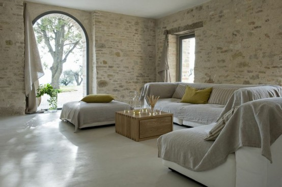 300-years-old-farm-with-minimalist-interiors-20-554x368