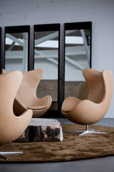 leather-jacobsen-egg-one-piece-366x550